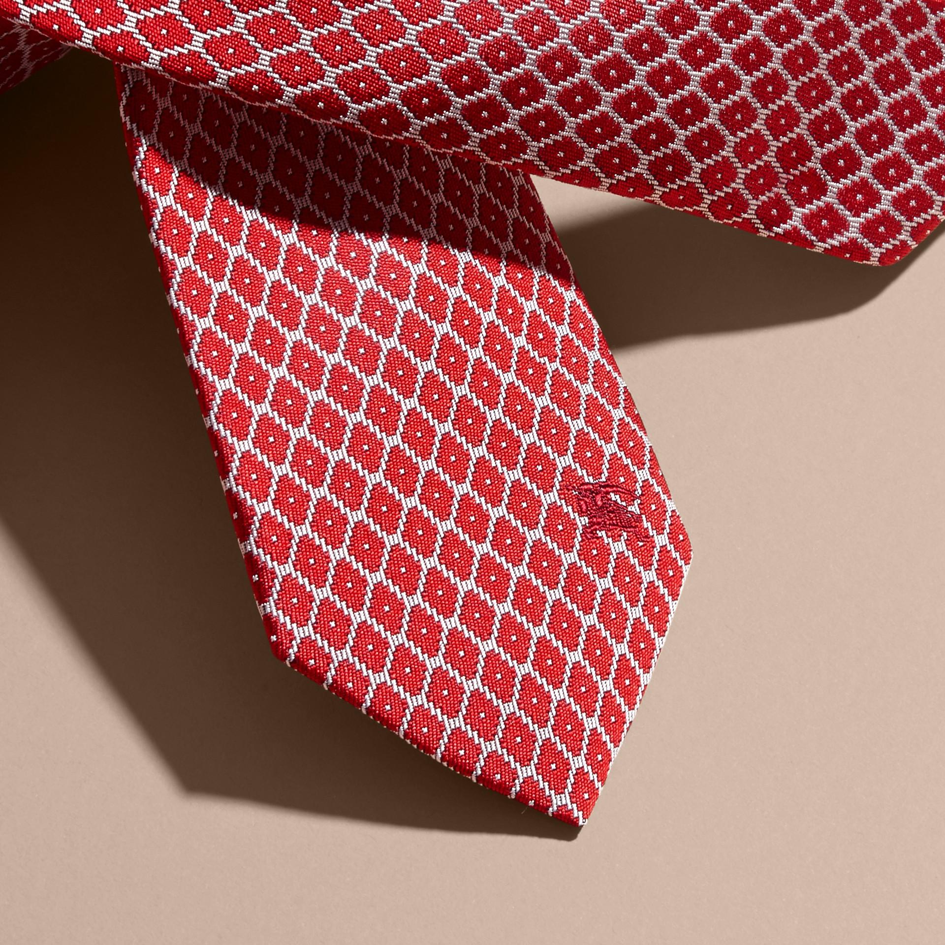 Rouge parade Cravate jacquard moderne en soie Rouge Parade - photo de la galerie 2