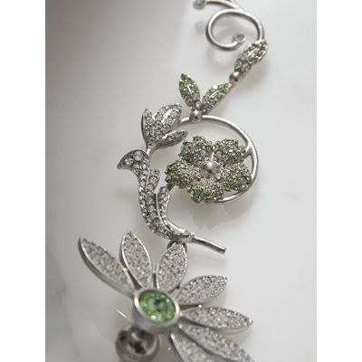 Asymetric Half-Daisy Drop Earrings in Peridot Green Crystal and Metal Burberry OEt6JF9b