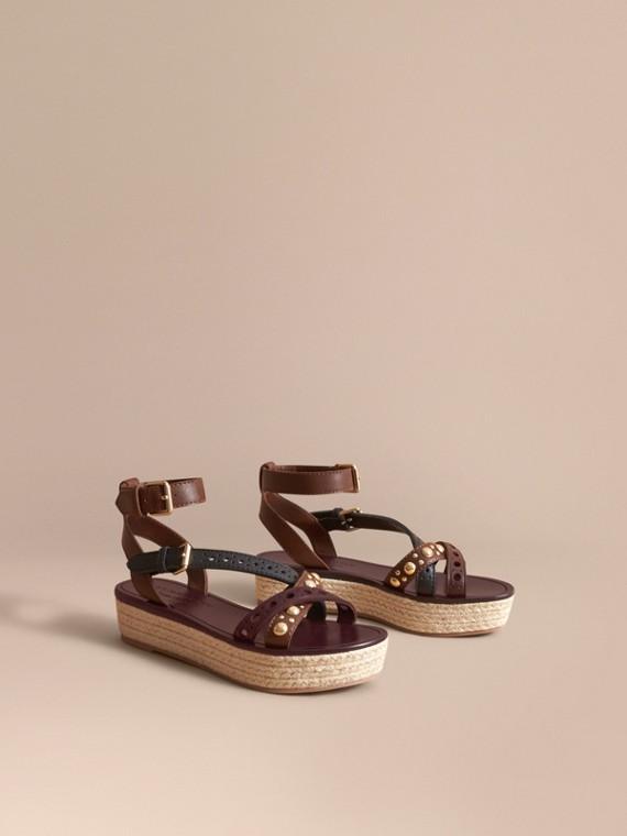 Espadrille-Sandalen aus Leder in Zweitonoptik mit Ziernieten