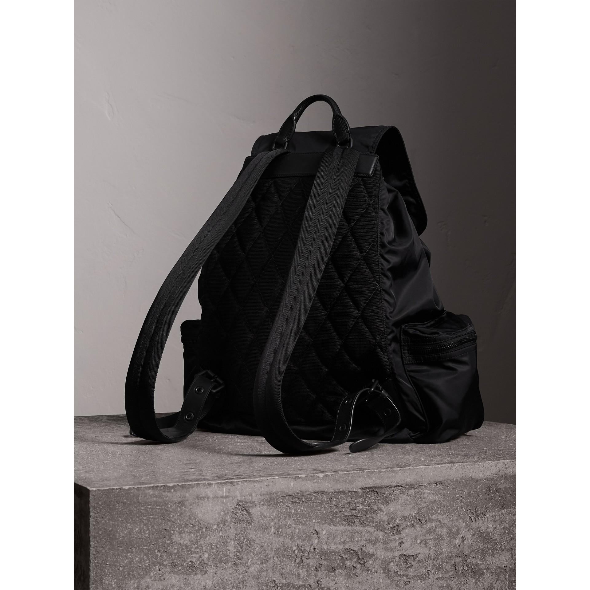 엑스트라 라지 테크니컬 나일론 가죽 럭색 (블랙) - 남성 | Burberry - 갤러리 이미지 4