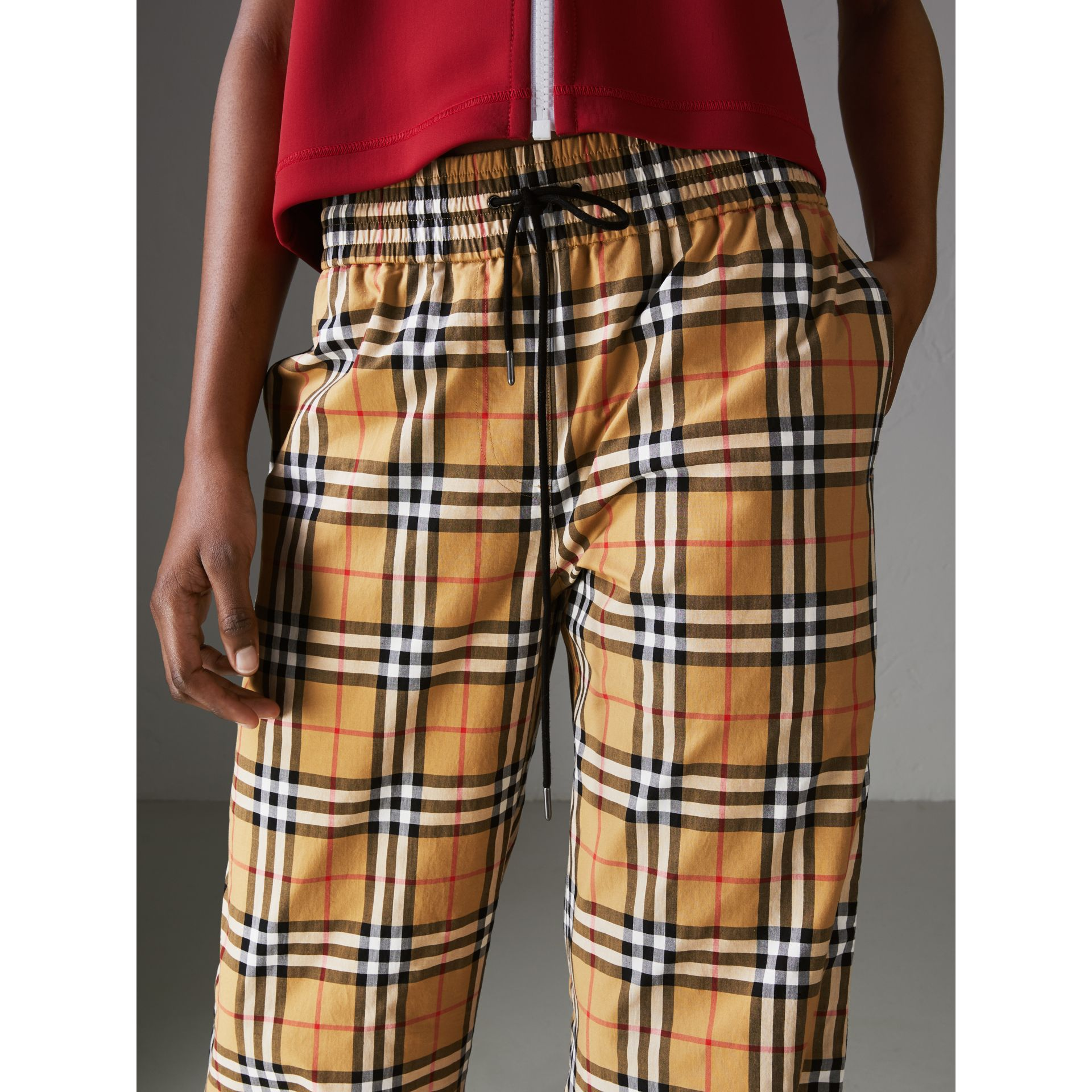 Pantalon à motif Vintage check avec cordon de serrage (Jaune Antique) - Femme | Burberry - photo de la galerie 1
