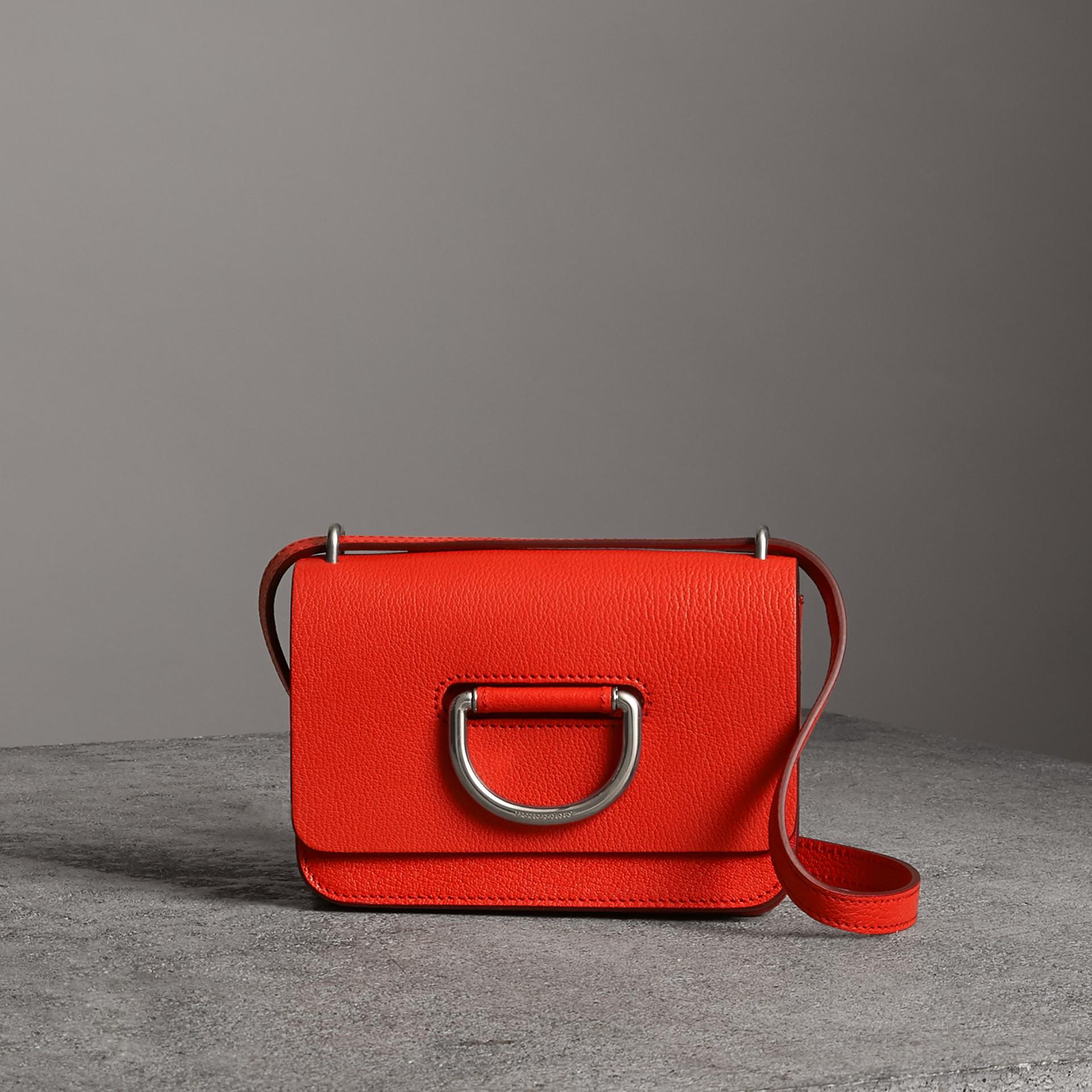 Bolsa D-ring em couro - Mini (Vermelho Intenso) - Mulheres | Burberry - galeria de imagens 0