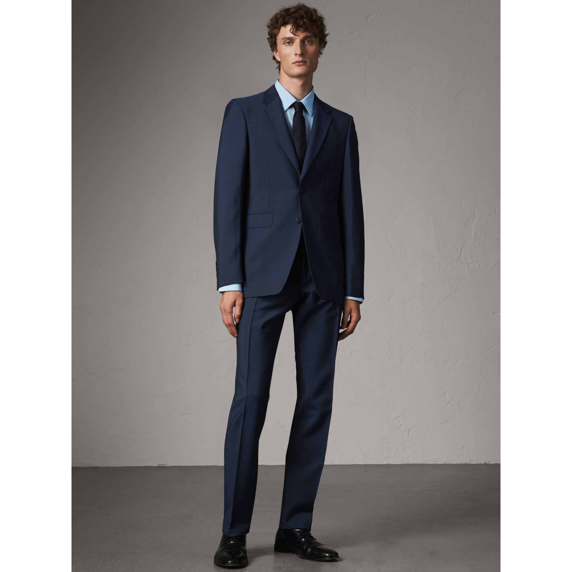 Costume de coupe moderne en laine et mohair (Marine Royal) - Homme | Burberry - photo de la galerie 0