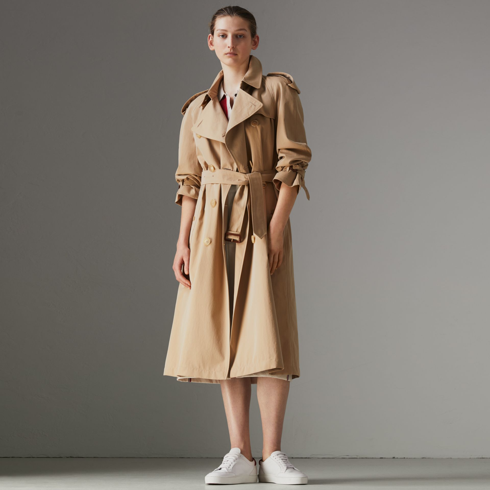 The Long Westminster Heritage Trench Coat in Honey - Women | Burberry Canada - gallery image 0