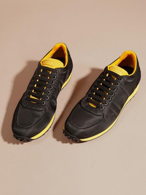 Nero/giallo bruciato Sneaker tecniche con finiture effetto texture Nero/giallo Bruciato - cell image 2