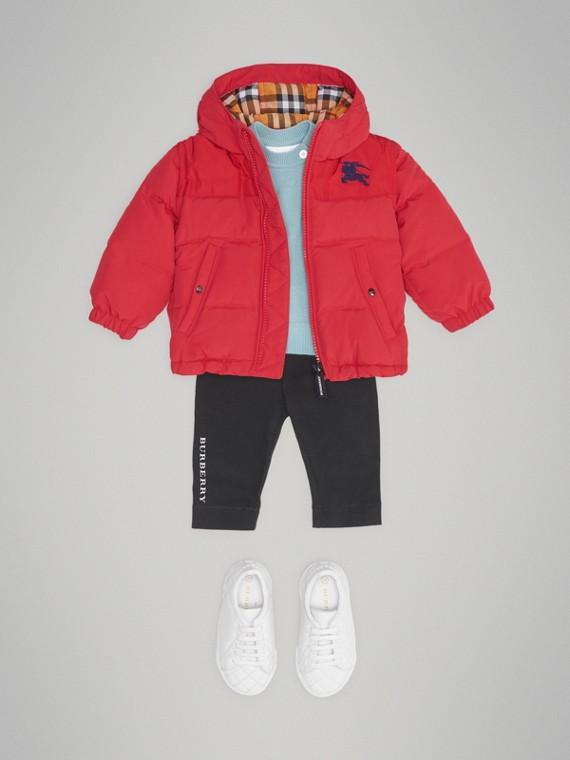 Пуховая куртка с капюшоном (Ярко-красный)