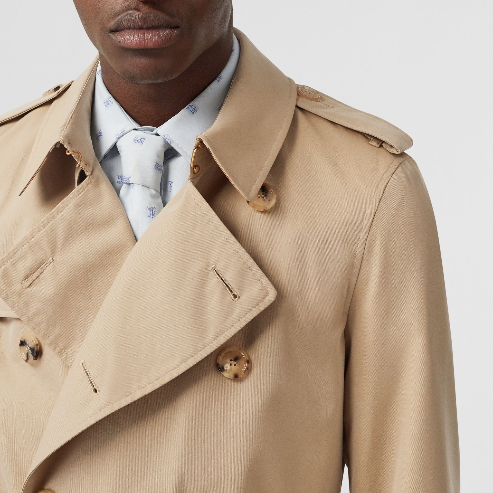 Short Chelsea Fit Trench Coat in Honey - Men | Burberry United Kingdom - gallery image 1