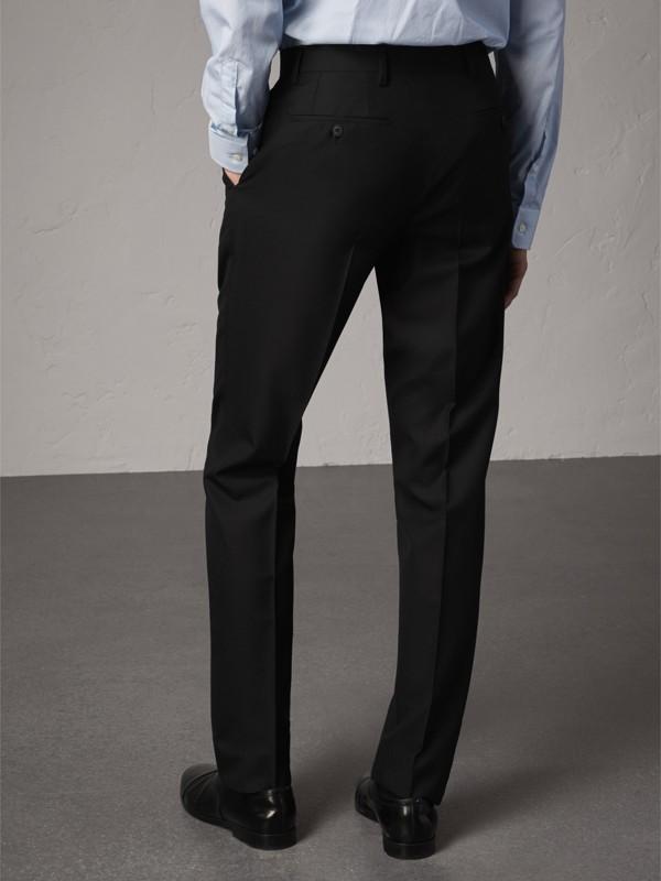Pantalones de corte moderno en lana (Negro) - Hombre | Burberry - cell image 2