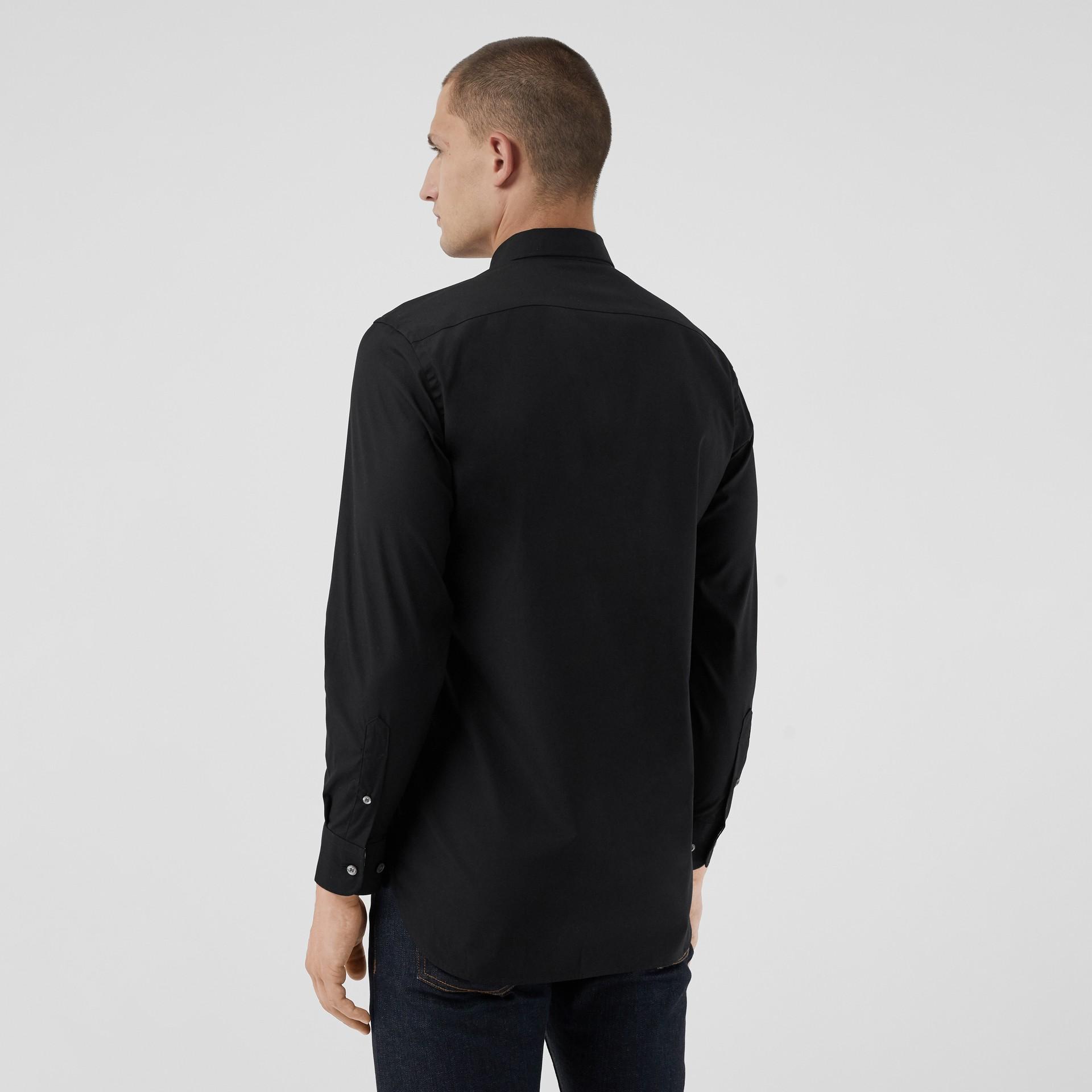 Chemise en popeline de coton extensible avec poignets à motif check (Noir) - Homme | Burberry Canada - photo de la galerie 2