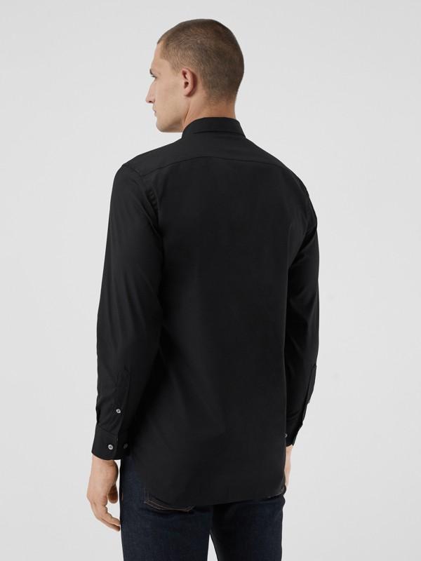 Chemise en popeline de coton extensible avec poignets à motif check (Noir) - Homme | Burberry Canada - cell image 2
