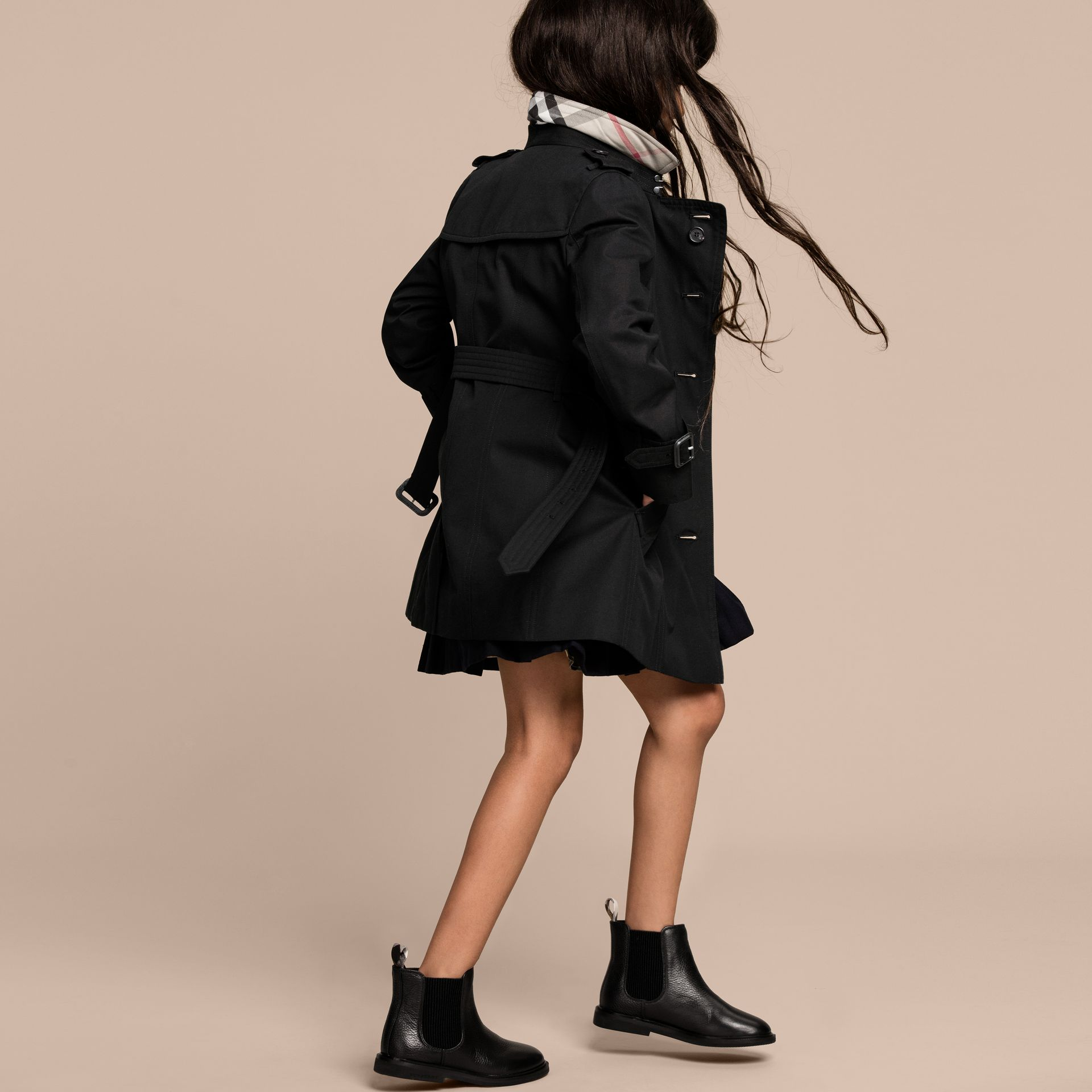 The Sandringham – Heritage Trench Coat in Black - Girl | Burberry - gallery image 4
