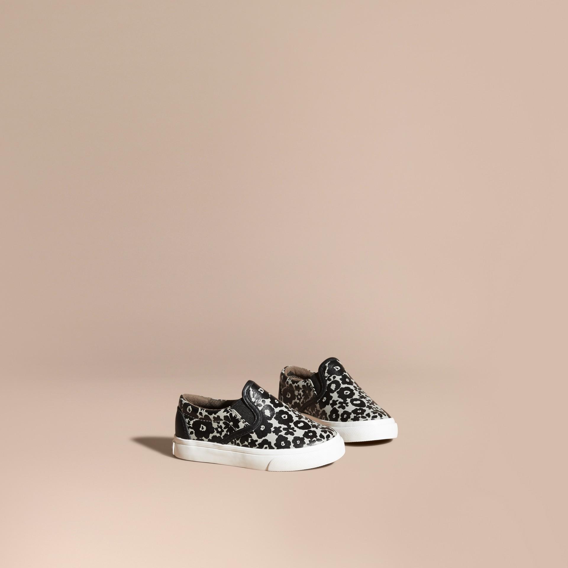 Nero/bianco Sneaker senza lacci in pelle con stampa floreale - immagine della galleria 1