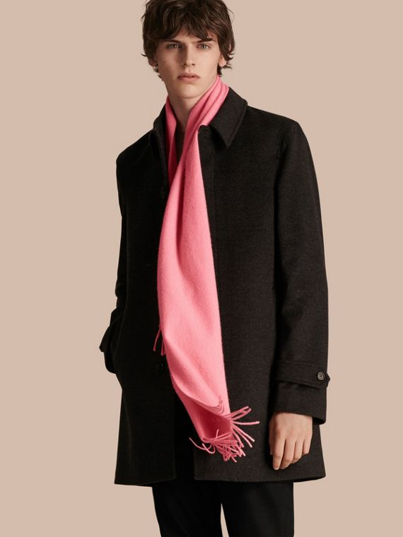 The Classic Cashmere Scarf in Rose Pink - cell image 3