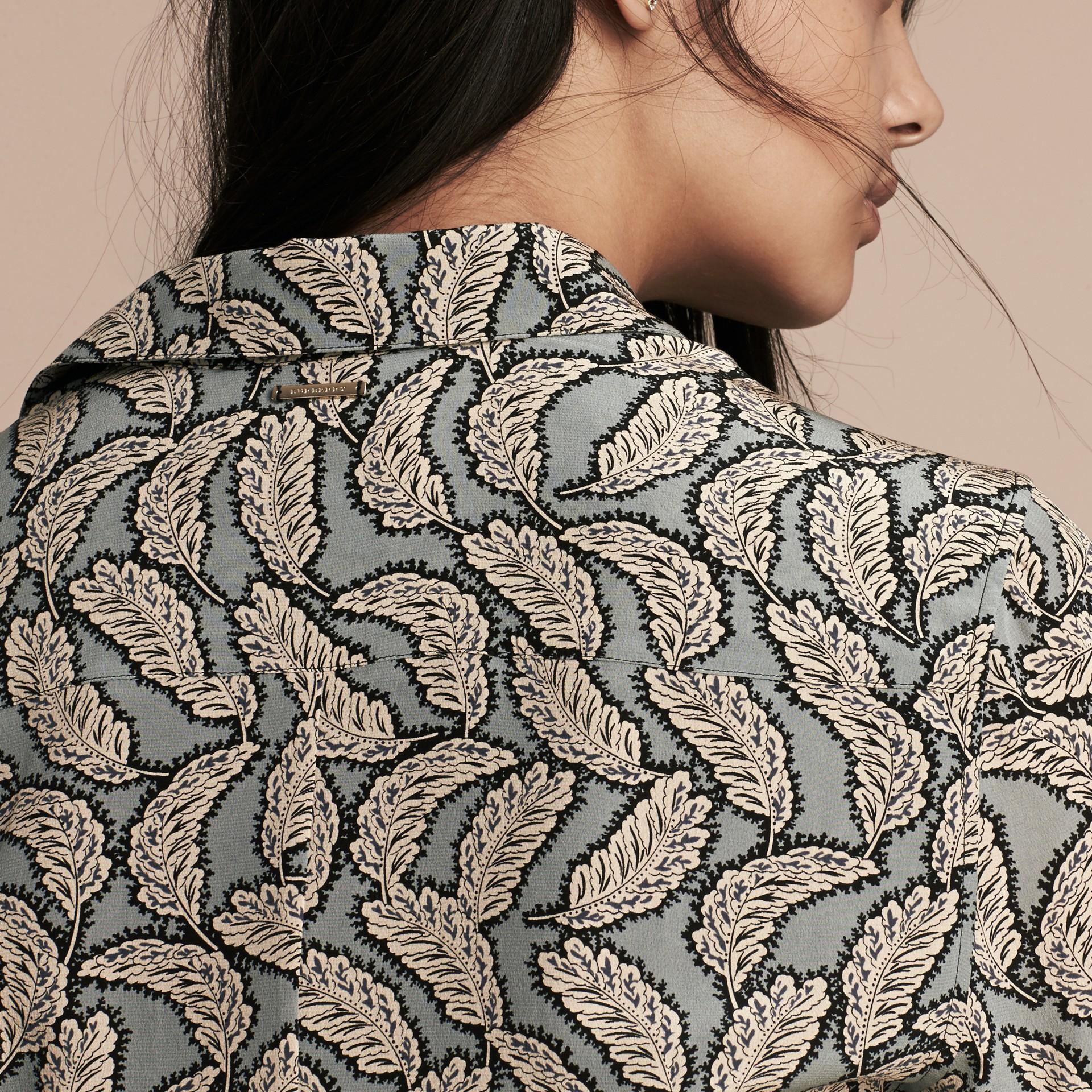 Bleu pierre Robe chemise en soie à imprimé feuillage - photo de la galerie 5