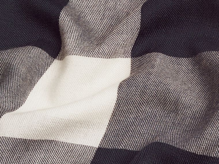 Navy The Lightweight Cashmere Scarf in Check Navy - cell image 4