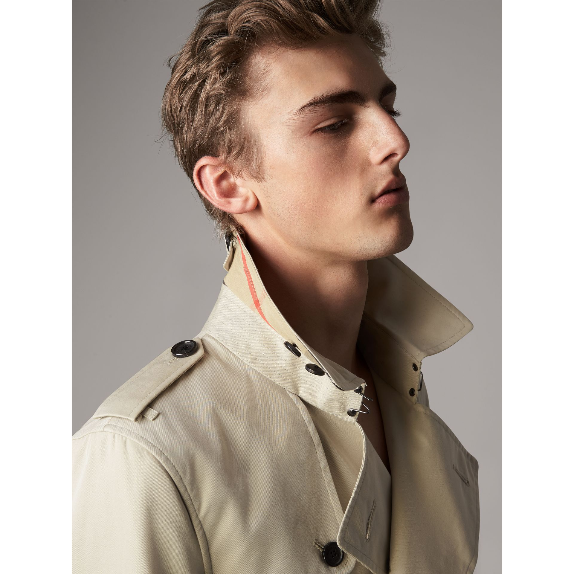 The Kensington – Long Trench Coat in Stone - Men | Burberry - gallery image 5