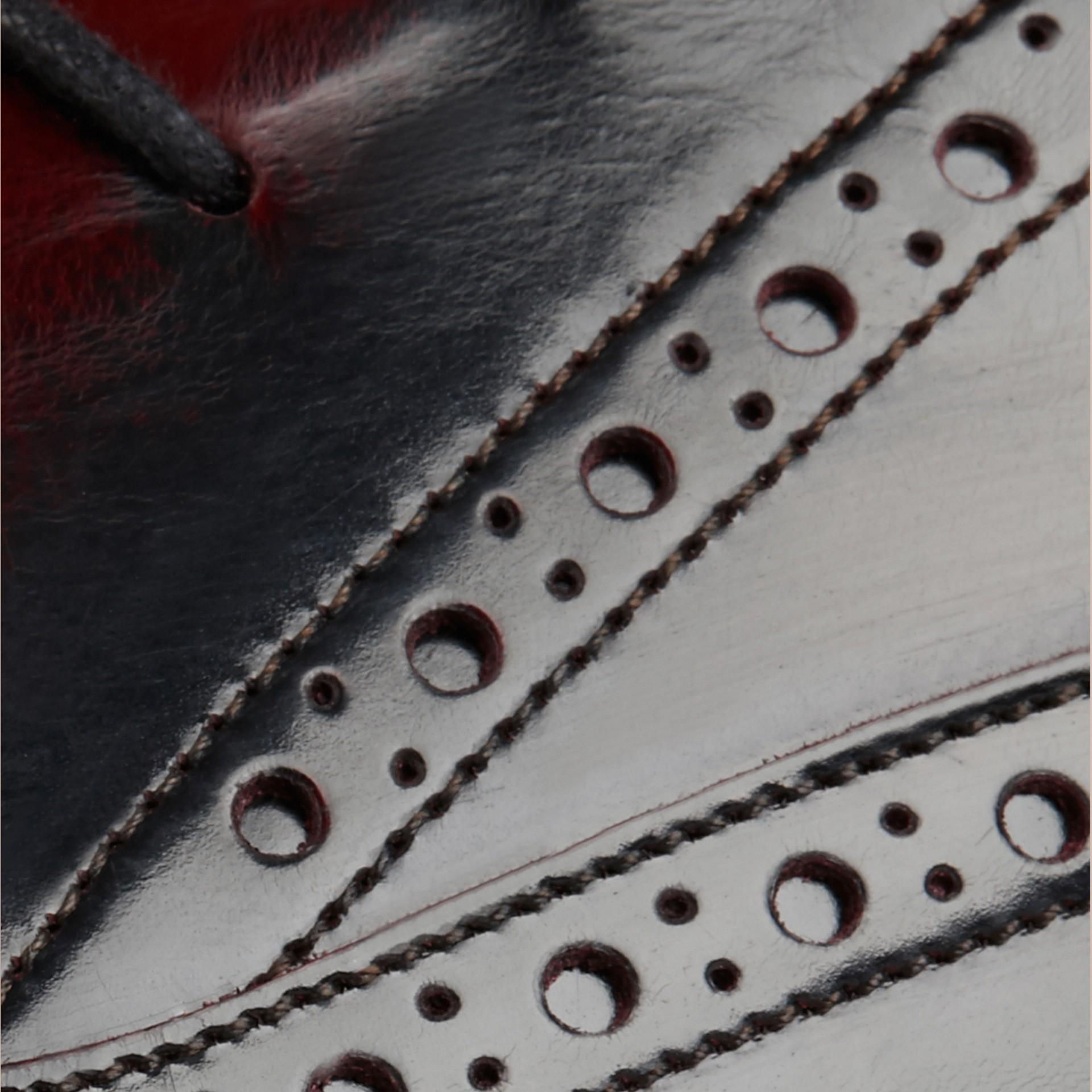 Бордо Кожаные броги с резиновой подошвой и W-образной деталью Бордо - изображение 2