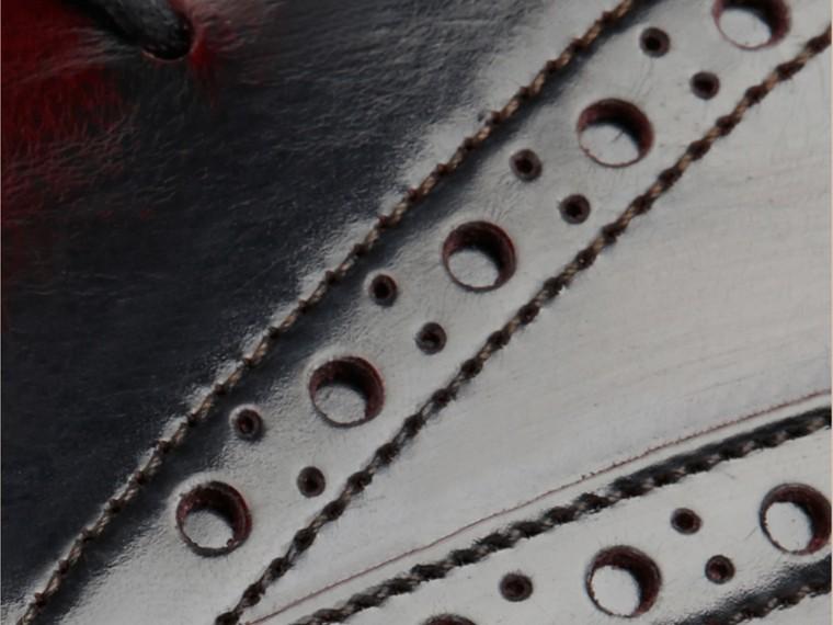 Bordô Sapato em estilo brogue e bico fino com sola de borracha - cell image 1
