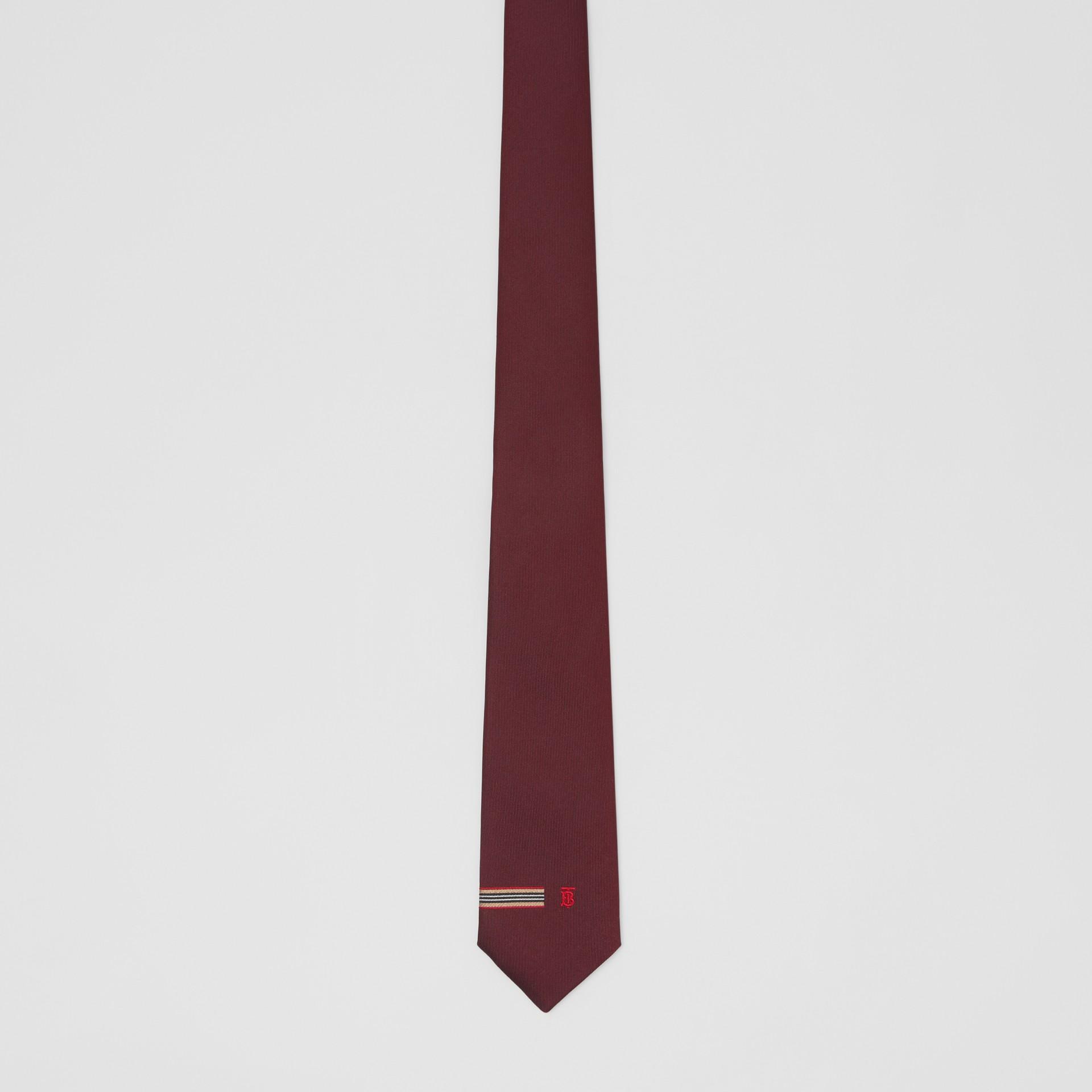 Corbata de pala clásica en seda con detalle a rayas Icon Stripe y monograma (Granate) - Hombre | Burberry - imagen de la galería 2