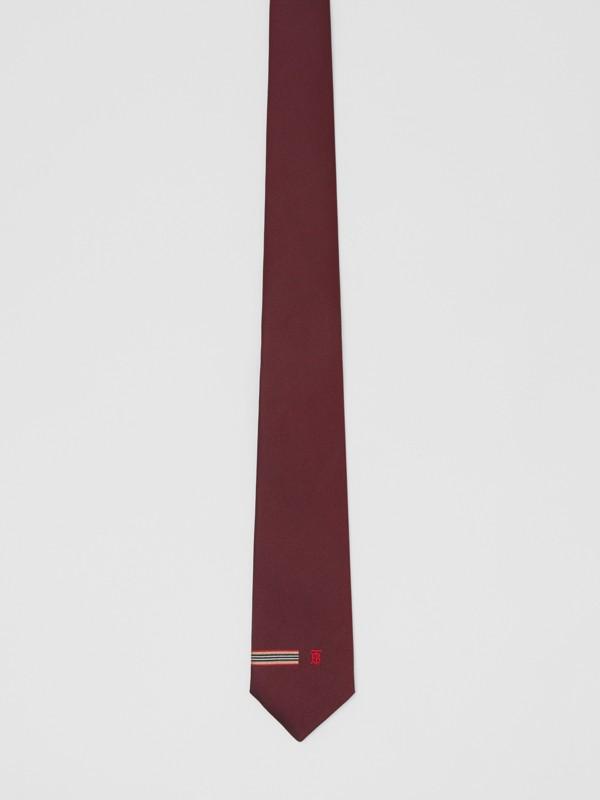 Corbata de pala clásica en seda con detalle a rayas Icon Stripe y monograma (Granate) - Hombre | Burberry - cell image 2