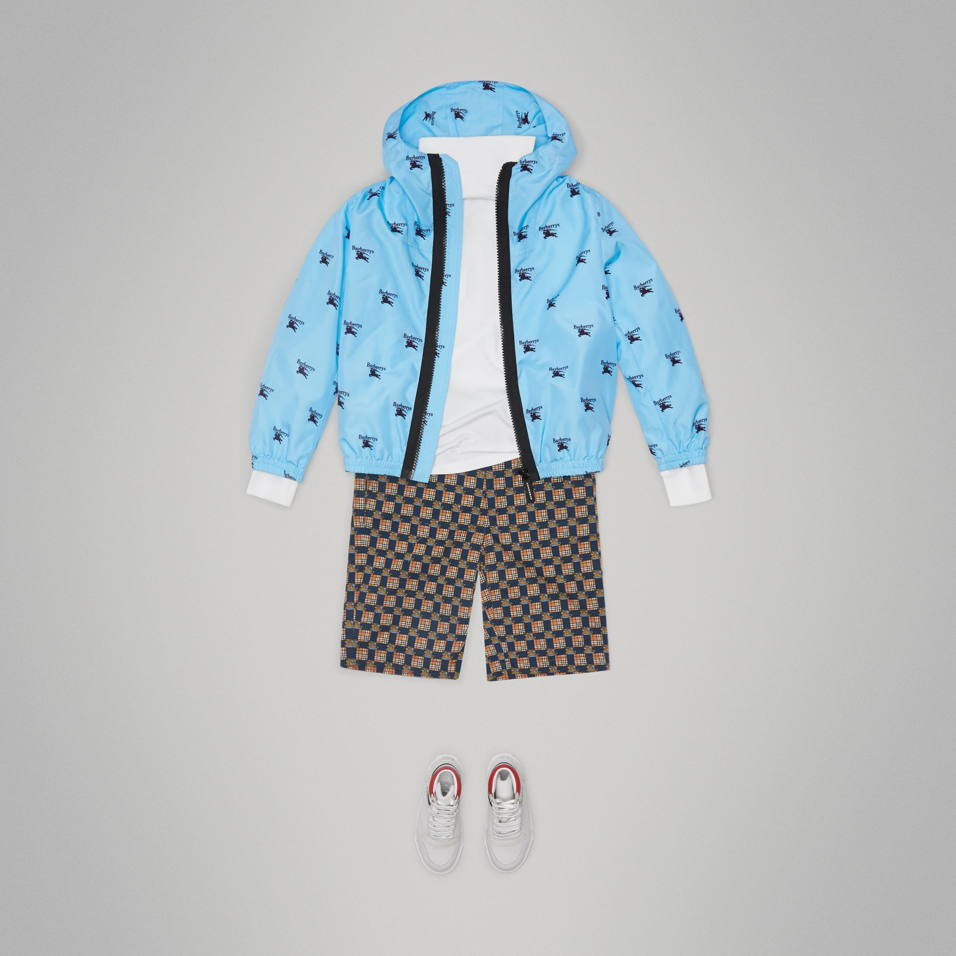 Archive Logo Print Lightweight Hooded Jacket in Sky Blue | Burberry - gallery image 2