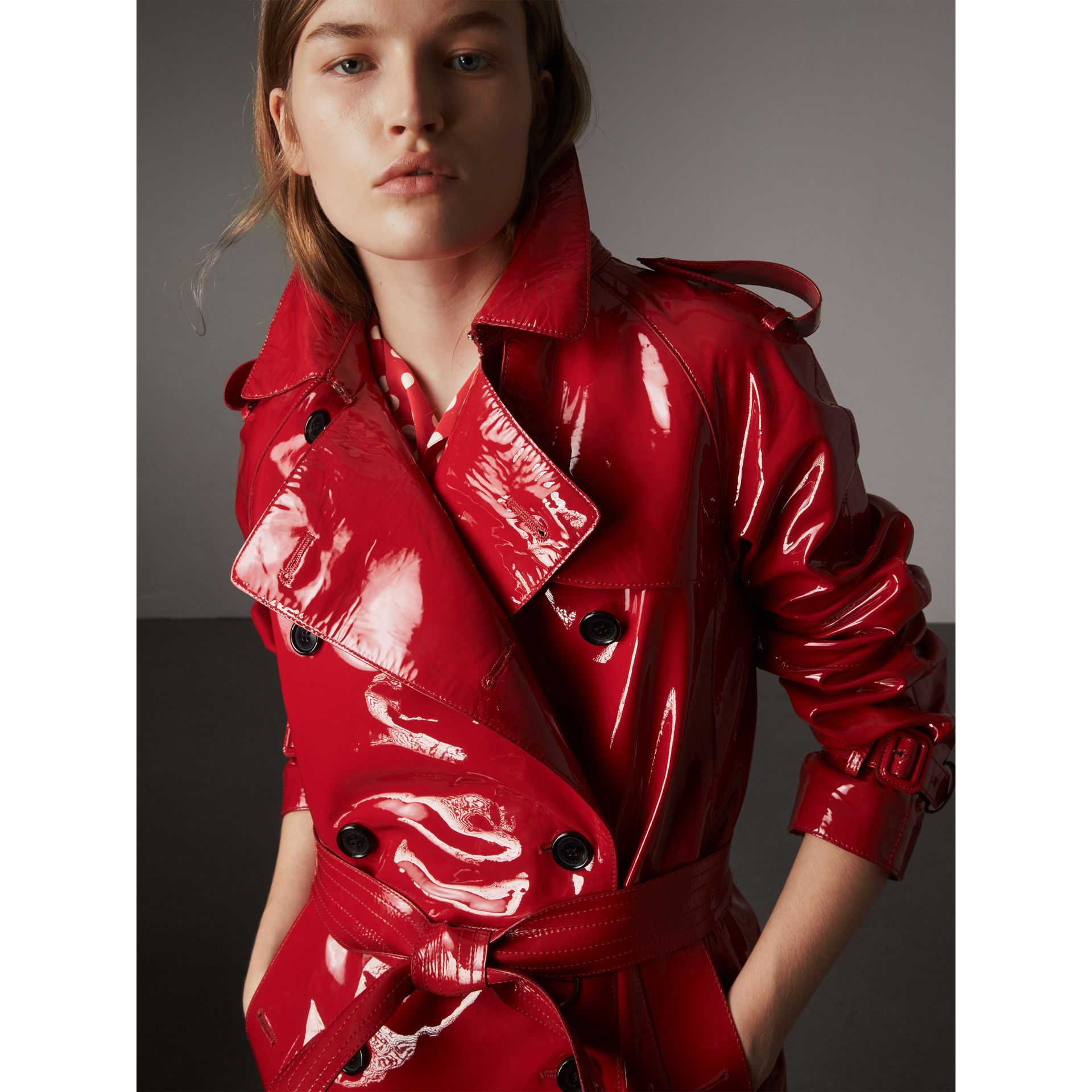 Raglan-sleeve Patent Lambskin Trench Coat in Parade Red - Women | Burberry - gallery image 5