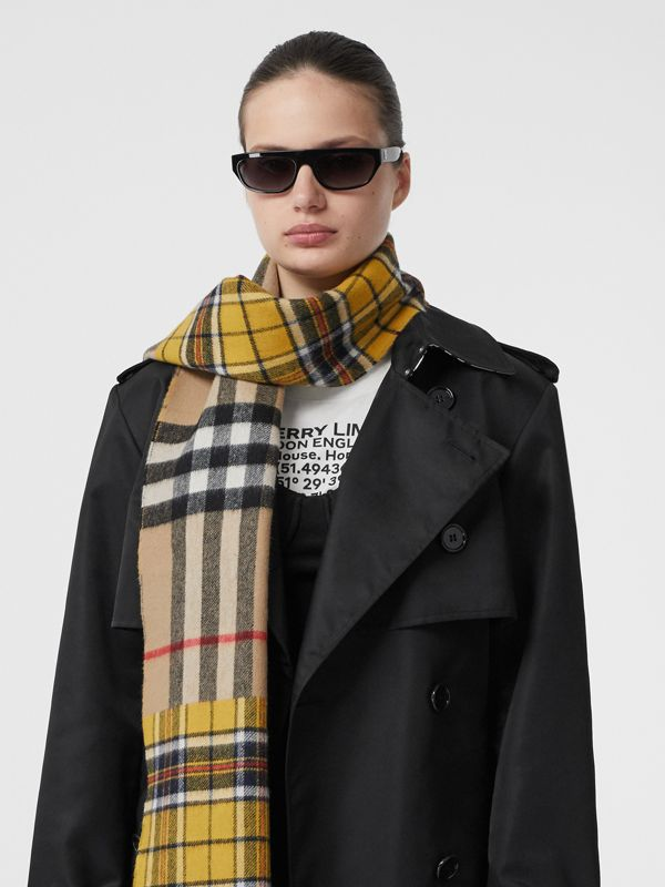 對比格紋喀什米爾美麗諾羊毛提花圍巾 (鮮黃色) | Burberry - cell image 2