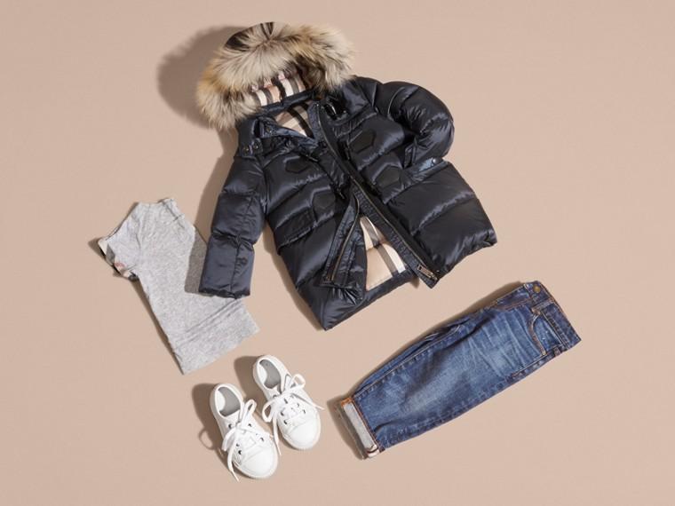 Manteau rembourré à capuche avec bordure en fourrure de raton laveur amovible - Fille | Burberry - cell image 4
