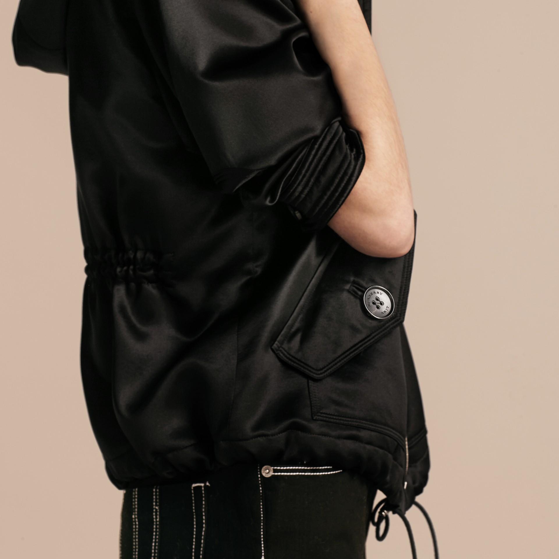 Nero Giacca con cappuccio in raso di seta - immagine della galleria 5