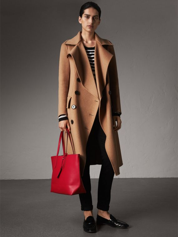 The Medium Reversible Tote in Haymarket Check and Leather in Poppy Red - Women | Burberry Canada - cell image 2