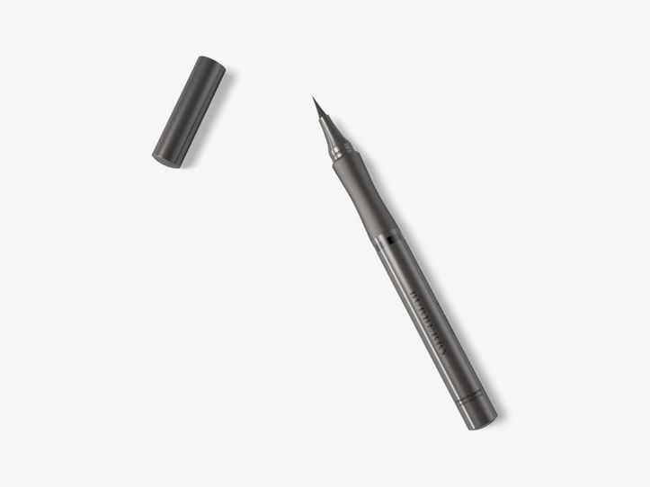 Effortless Liquid Eyeliner – Jet Black No.01