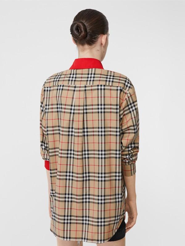 Camisa en algodón elástico a cuadros Vintage Checks con detalles a contraste (Beige) - Mujer | Burberry - cell image 2