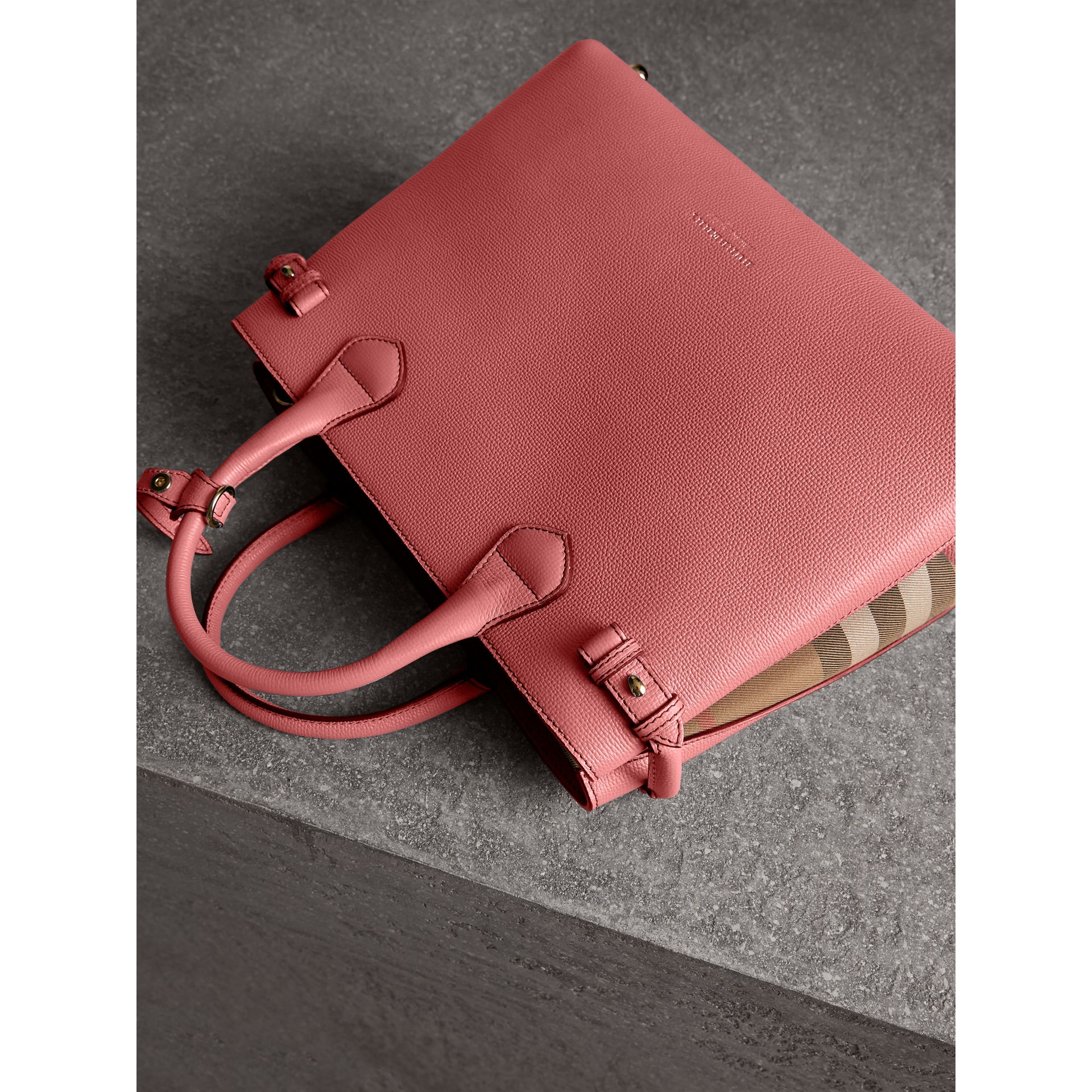Sac The Banner medium en cuir et coton House check (Rose Mauve) - Femme | Burberry Canada - photo de la galerie 5
