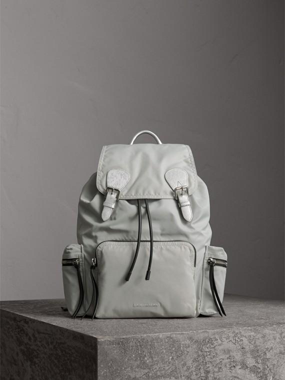 Zaino The Rucksack grande in nylon tecnico e pelle (Pietra Pallico/argento)