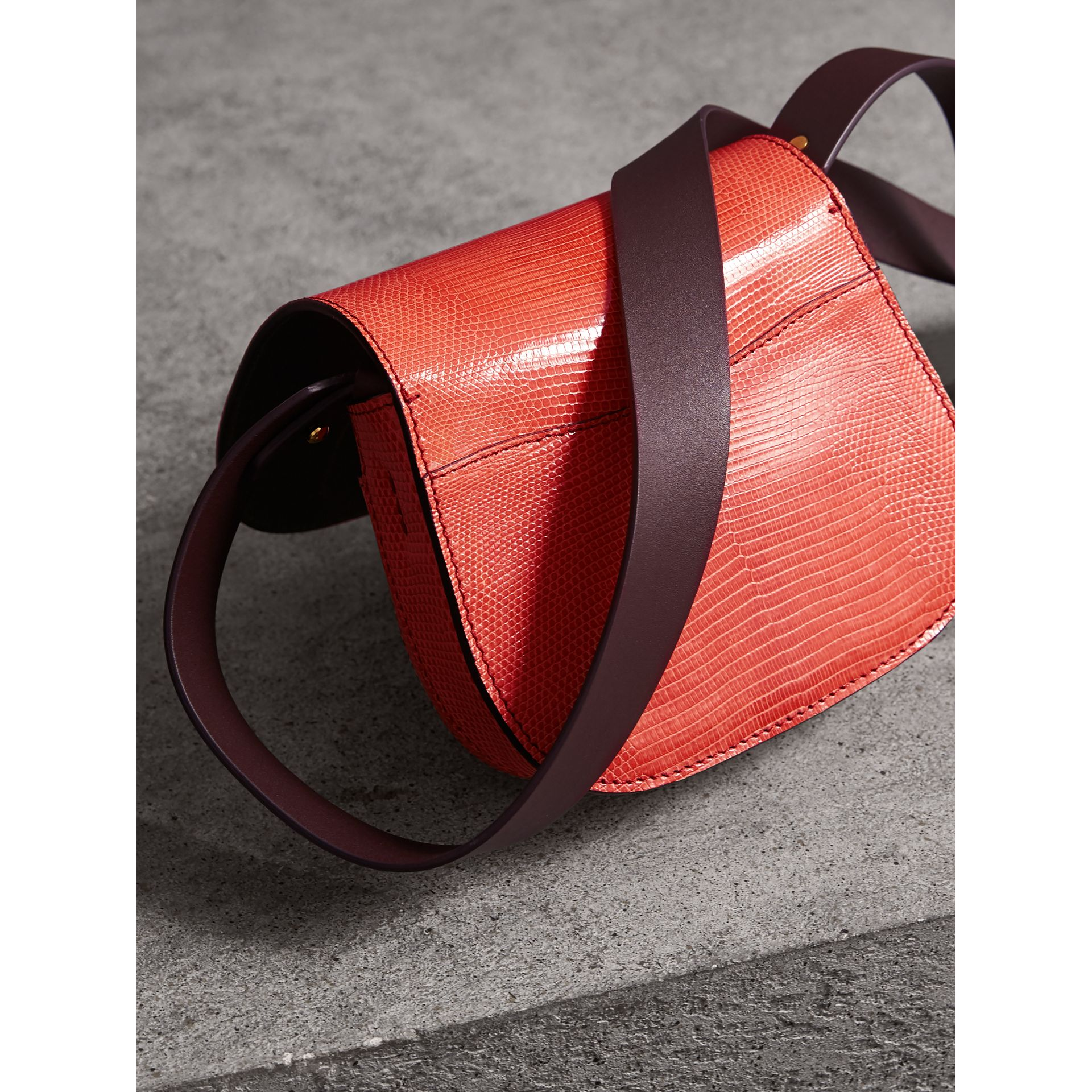 Sac The Satchel en lézard (Rouge Corail) - Femme | Burberry - photo de la galerie 3