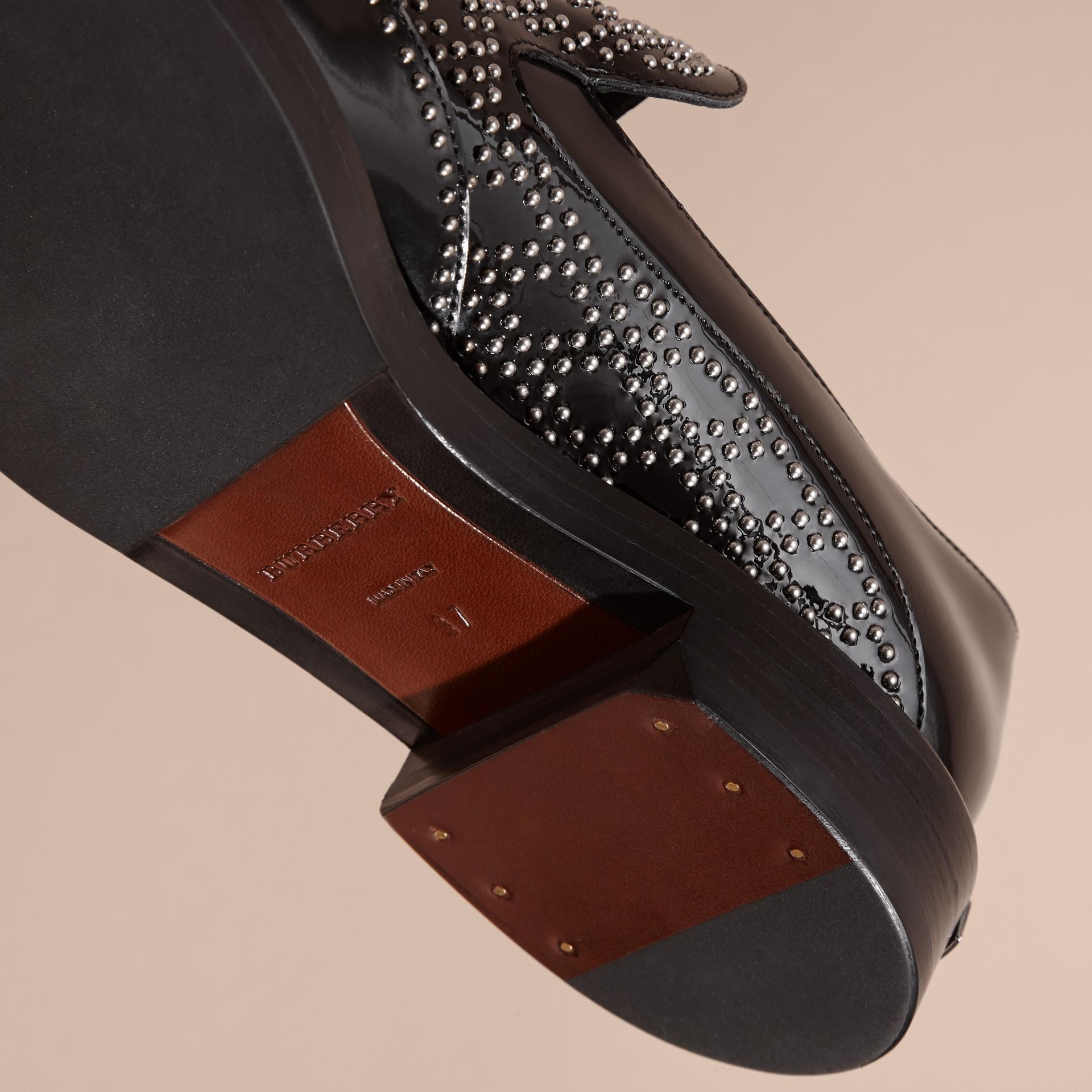 Nero Mocassini in pelle con borchie e nappe - immagine della galleria 2