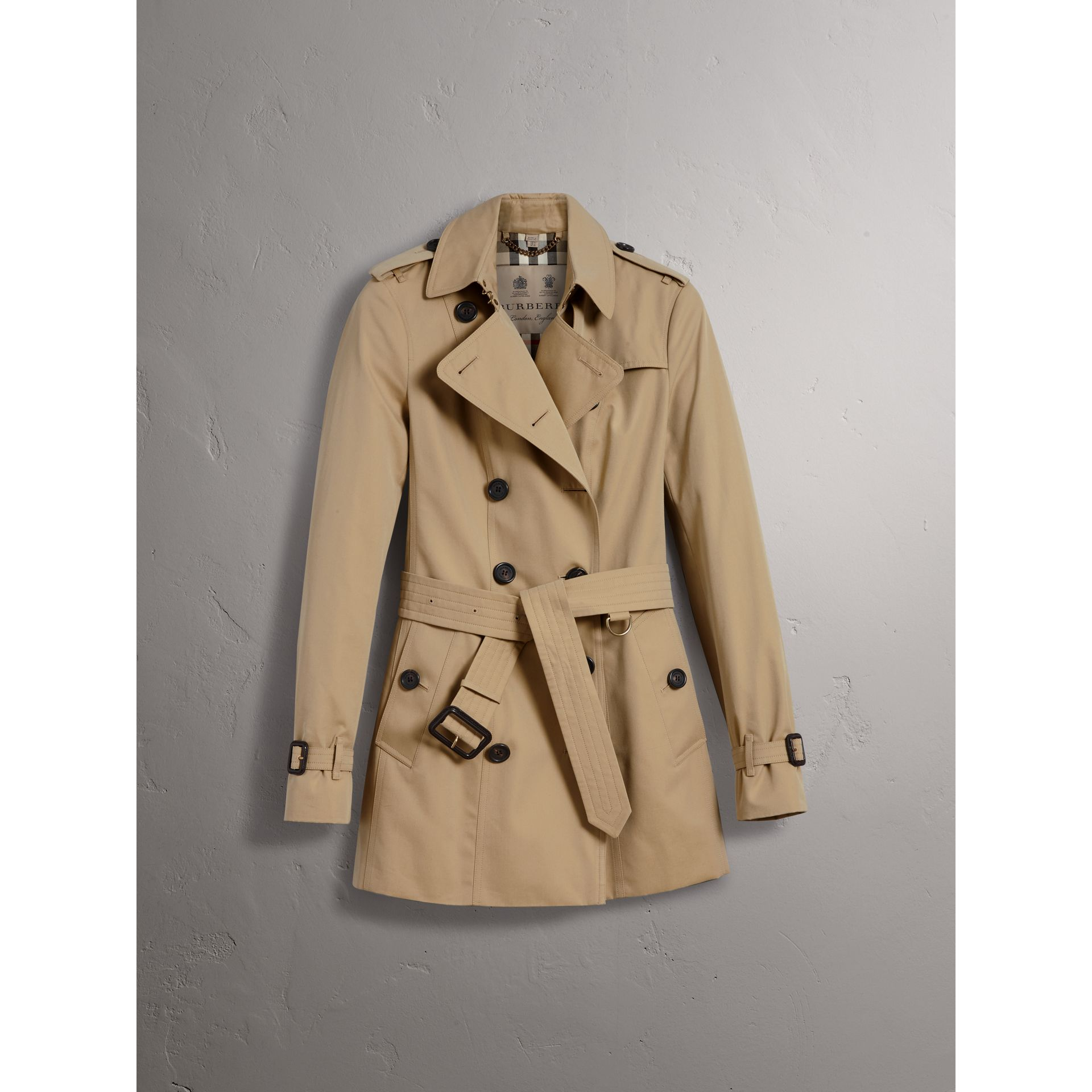 The Sandringham – Short Heritage Trench Coat in Honey - Women | Burberry Singapore - gallery image 4