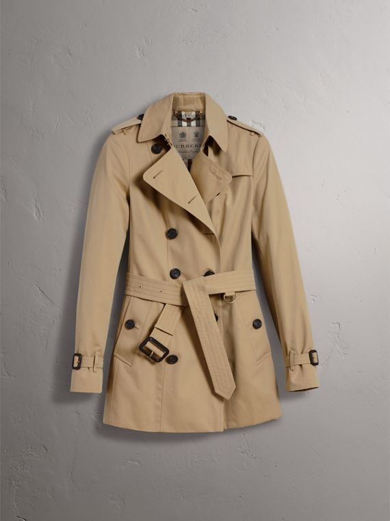 The Sandringham – Short Heritage Trench Coat in Honey - Women | Burberry Singapore - cell image 3