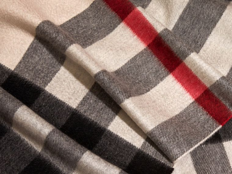 The Large Classic Cashmere Scarf in Check in Stone | Burberry - cell image 4