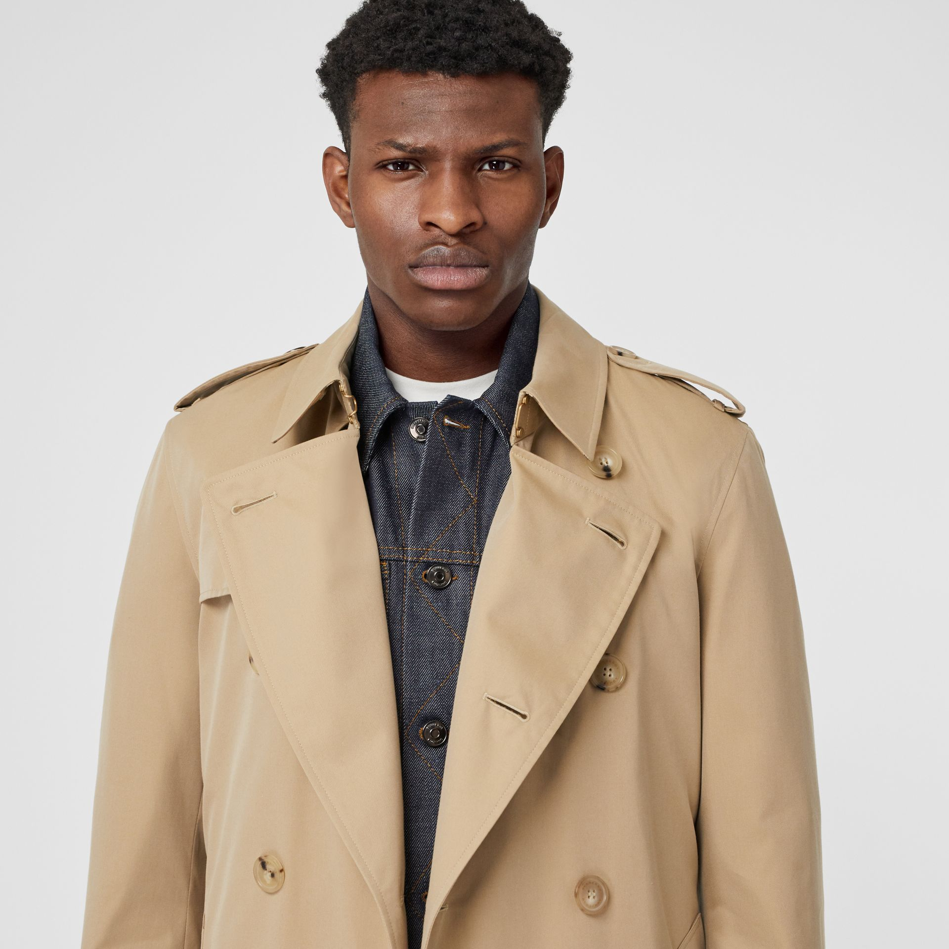 The Long Chelsea Heritage Trench Coat in Honey - Men | Burberry United Kingdom - gallery image 1