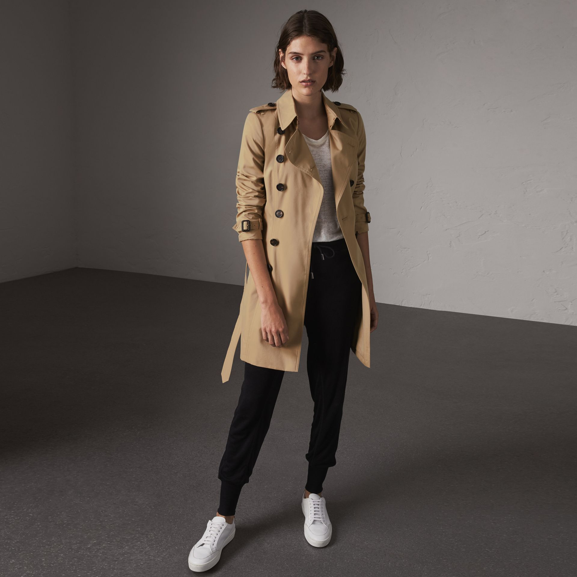 The Chelsea – Mid-length Trench Coat in Honey - Women | Burberry Canada - gallery image 0