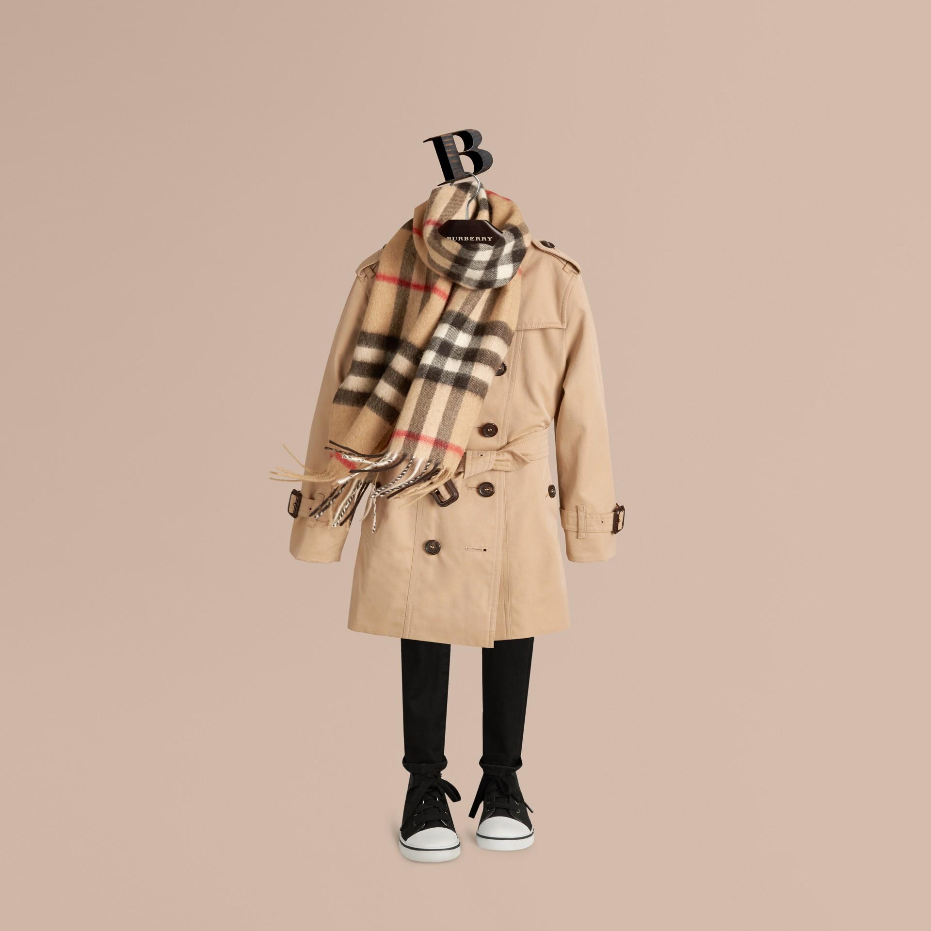 Check cammello Sciarpa classica mini in cashmere con motivo tartan Check Cammello - immagine della galleria 3
