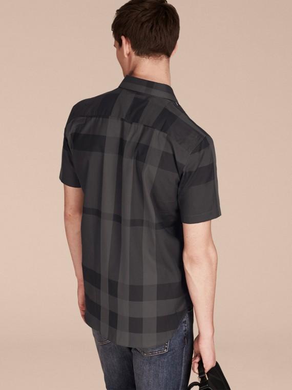 Charcoal Camisa de algodão com estampa xadrez e mangas curtas Charcoal - cell image 2