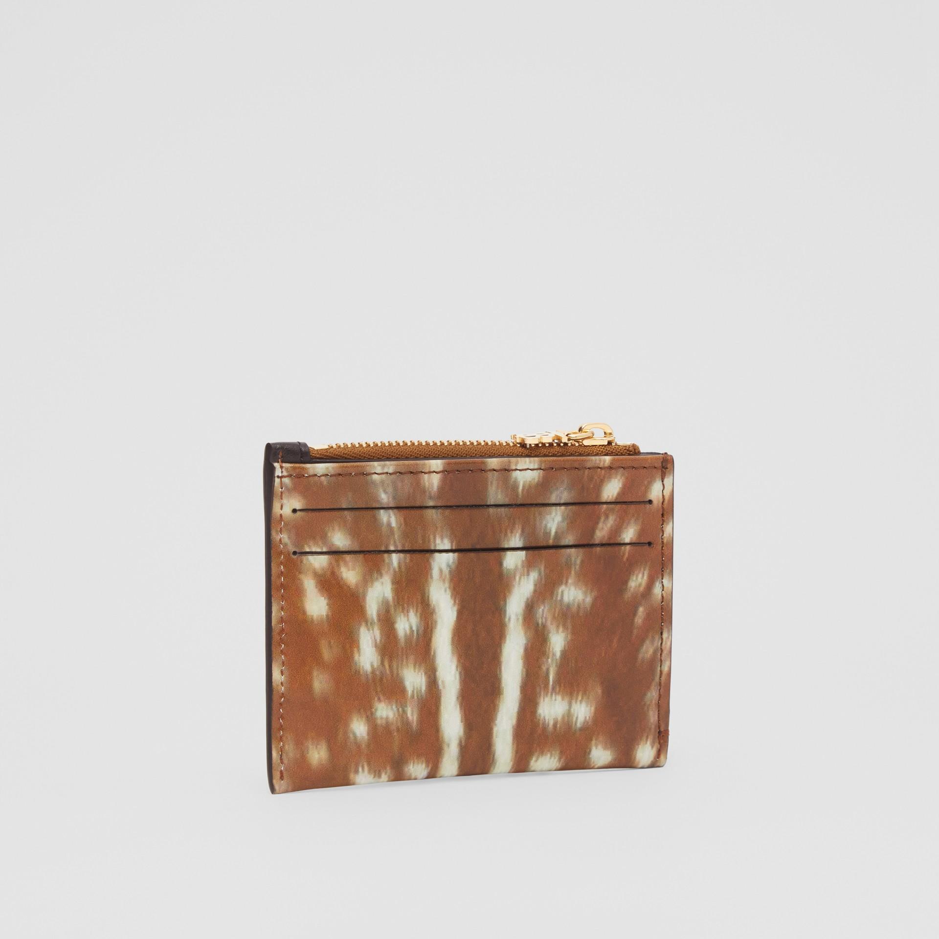 Футляр для карт из кожи с оленьим принтом (Солодовый) - Для женщин | Burberry - изображение 3
