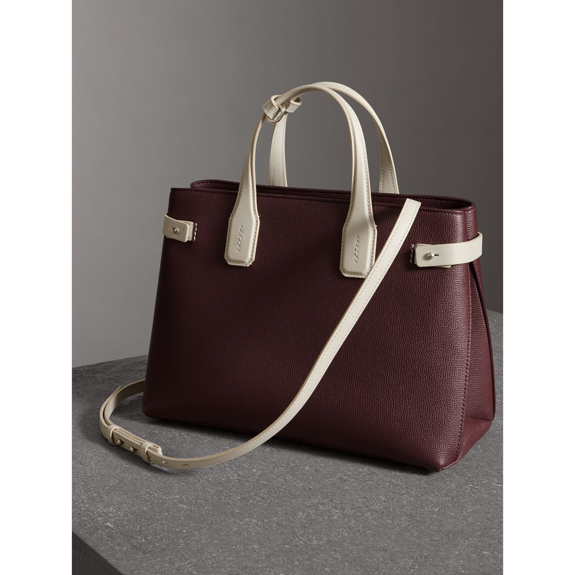 The Medium Banner in Two-tone Leather in Mahogany Red/limestone - Women | Burberry United States - gallery image 4