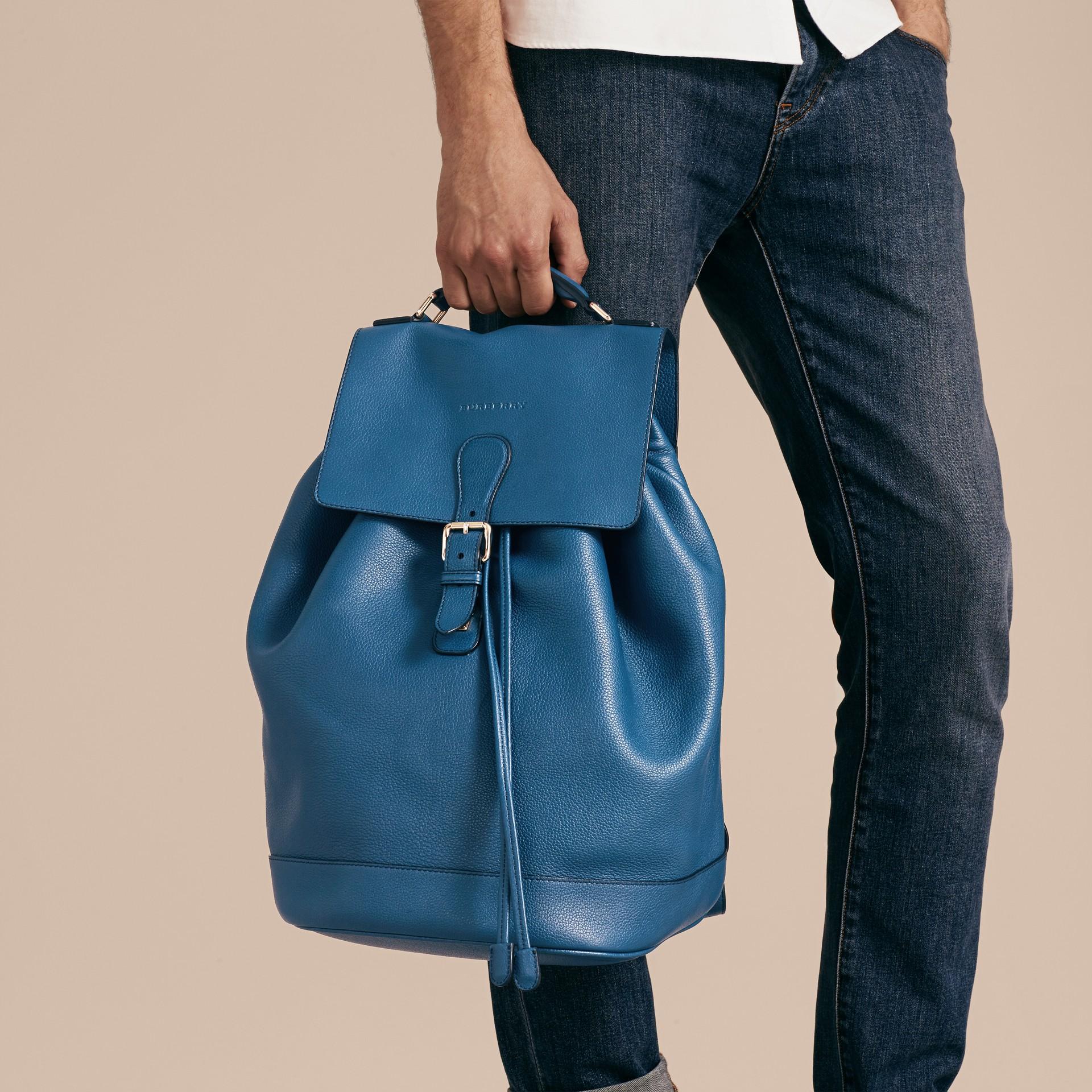 Mineralblau Rucksack aus genarbtem Leder Mineralblau - Galerie-Bild 4