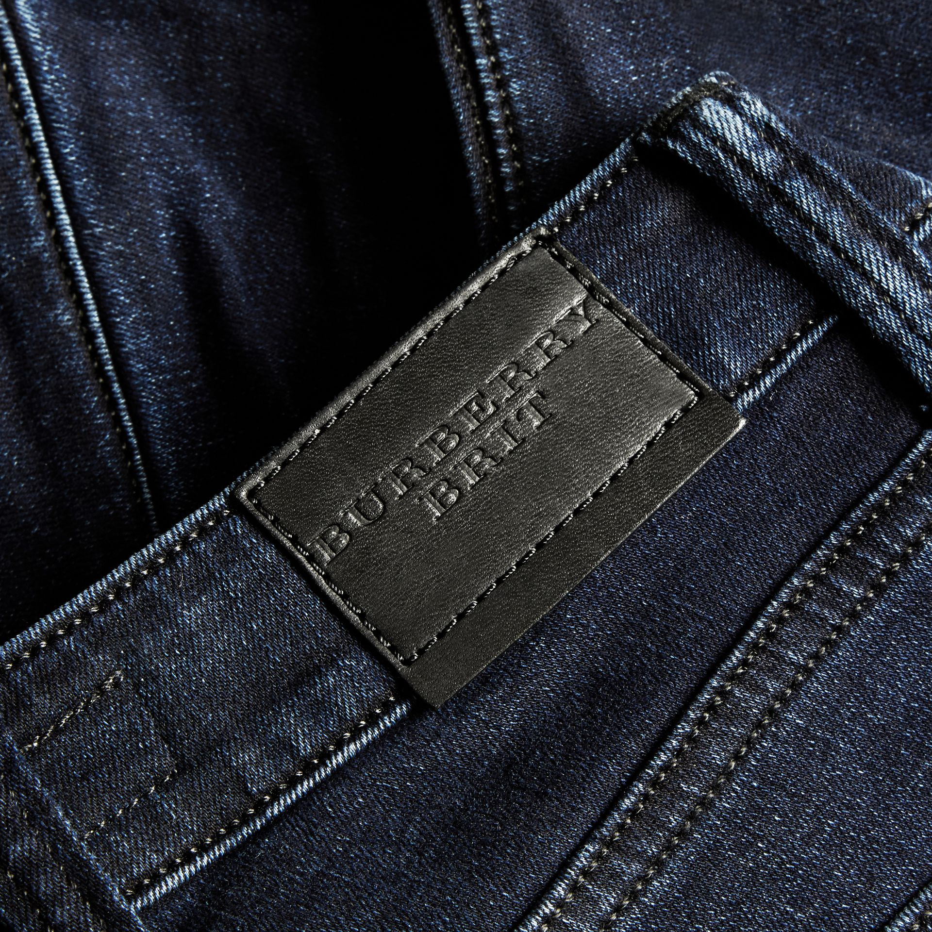 Jeans attillati in denim stretch ultraresistente - immagine della galleria 2