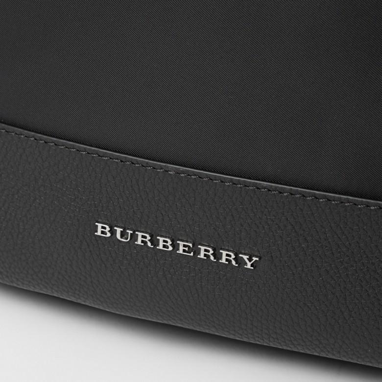 Burberry - Wickelrucksack mit Lederbesatz - 2