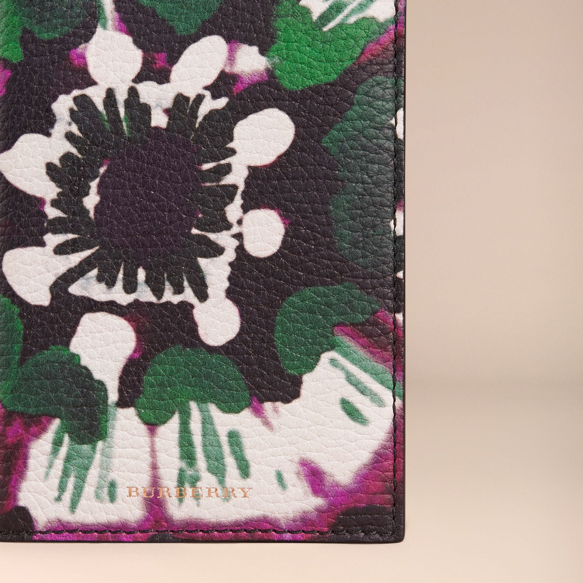 Deep claret Tie-dye Print Grainy Leather Passport Cover - gallery image 2
