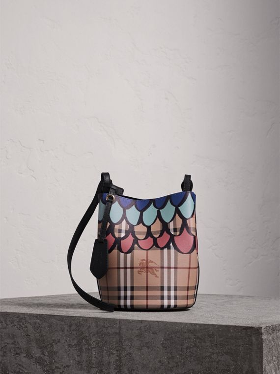 Trompe L'oeil Print Crossbody Bucket Bag